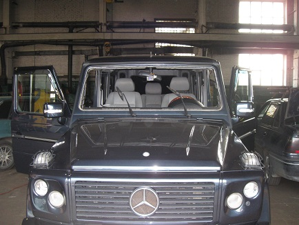 мерседес в кузове 463 без лобового стекла