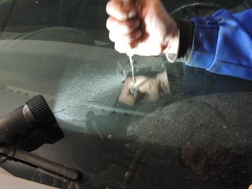 Заклейка стекла автомобиля своими руками 98